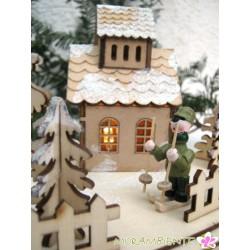 Winterliches Dorf aus Holz mit Beleuchtung
