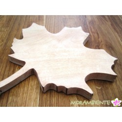 Holzbrett in Form eines Ahornblattes