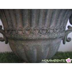 Pflanzbehälter- Pokal aus Metall in grünem Antik-Finish