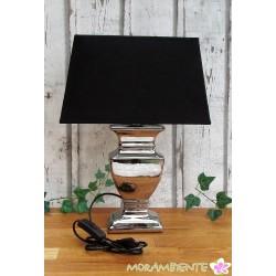 Tischlampe aus silberfarbiger Keramik mit Stoffschirm