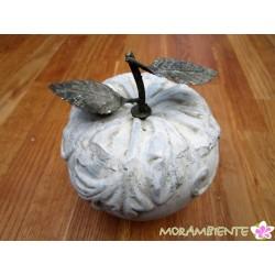 Keramik Apfel mit Metallblättern