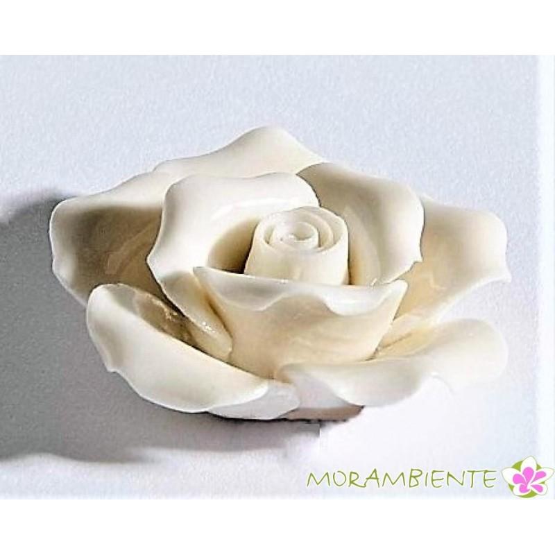 Edler Rosenkopf aus weißem Porzellan