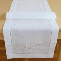 Tischläufer in wollweiß mit Hohlsaum & Stickerei ''Blume''
