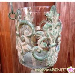 Windlicht aus Metall und Glas, antik-grün patiniert