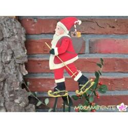 Weihnachtsmann mit Schlittschuhen