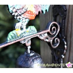 bunter Hahn mit Glocke aus Gusseisen