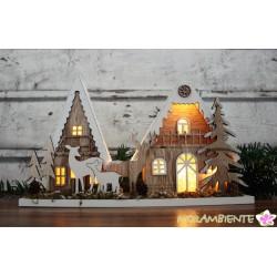 Winterliche Wald-Lichthäuser aus Holz