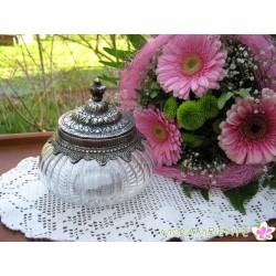 Bonboniere aus Glas mit ziselierten Metallrändern und Deckel